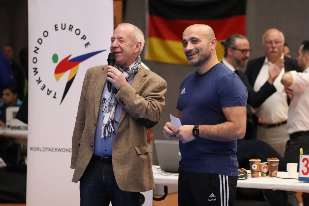 Velberts erster stellvertender Bürgermeister, Emil Weise (links) und ein gut gelaunter Ismet Colak (rechts). Foto: MEDIABEL | Fotoservice