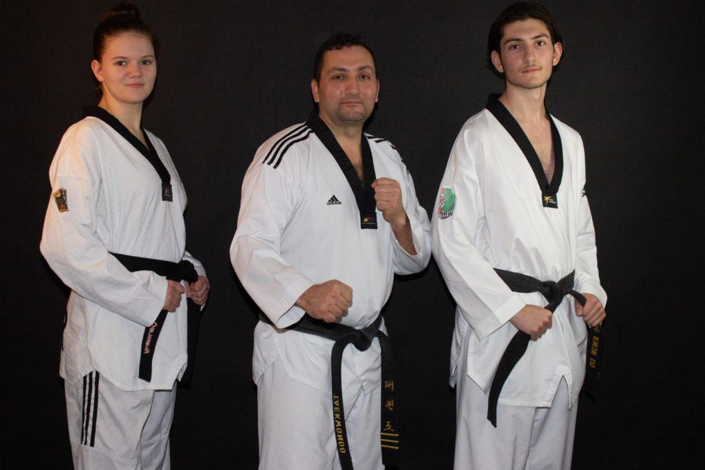 "Taekwondo Sportschule Cinar e.V. (v.r.n.l. Vanessa Engels, Kemal Cinar & Can Cinar) – Neuanfang in Wuppertal - ""Trainiere mit WM/EM-Teilnehmern und Deutschen Meistern"" – Since 2021. Foto: Sabine Renz"